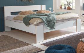 Bett in weiß und Bramberg Fichte Doppelbett Liegefläche 180 x 200 cm